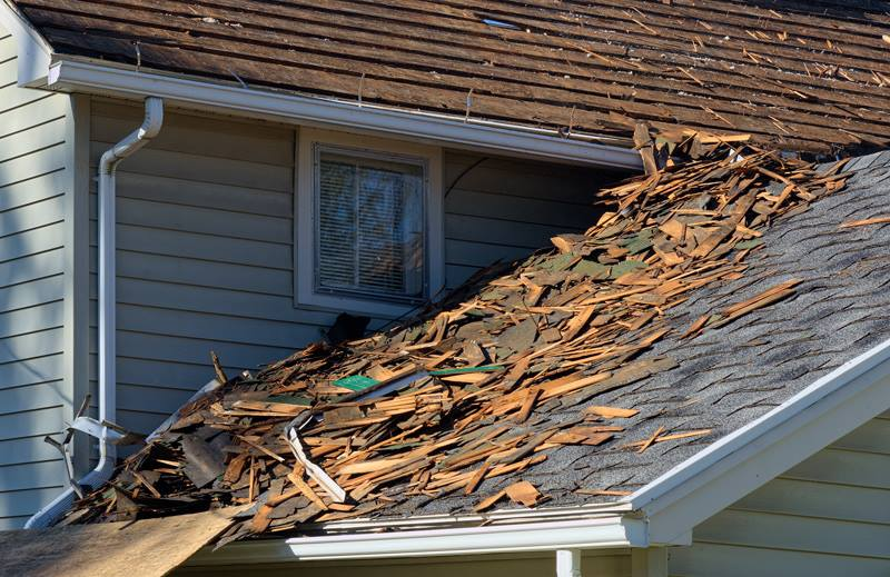 Filing a roof claim to insurance